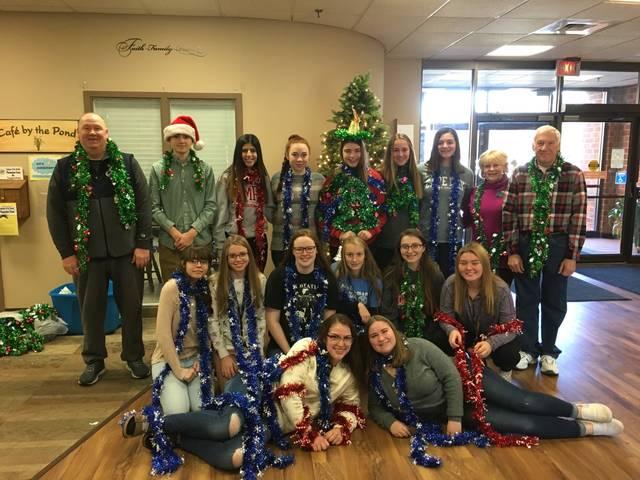 Dallas Kiwanis, high school Key Clubs decorate Meadows Center